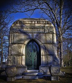 Woodlawn Cemetery, Detroit, Michigan. What a stunning photo. My mom, Gloria Templeton, worked here for years.