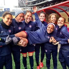 Tips And Tricks To Play A Great Game Of Football. To be successful with football, one needs to understand the rules and strategies and have the appropriate skills. Usa Soccer Team, Us Soccer, Soccer League, Soccer Stars, Play Soccer, Soccer Players, Soccer Girls, Sydney Leroux, Carli Lloyd