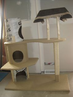 DIY cat tower- yay Riddick really needs a cat house! Cat Tree House, Cat House Diy, Tree Houses, Diy Cat Tower, Cat Climber, Cat Towers, Cat Room, Cat Condo, 3d Prints