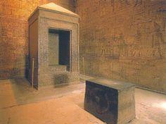 Naos del templo de Edfú