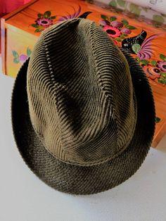 VTG Hat from the 40s Green hunter color, Corduroy ( velvet ) / Chapeau des années 1940 petite taille, vert chasseur en velours côtelé. de la boutique Vintagemandalitashop sur Etsy