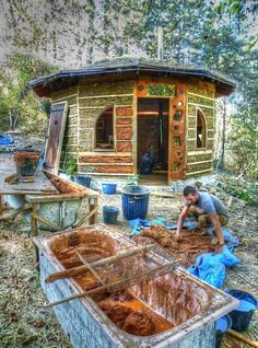 Tiny cob house being built in France by Les Tit'B Libres.