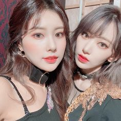 Hyewon and Sakura at the Vampire filming set 🌸💕 Kpop Girl Groups, Kpop Girls, Ulzzang, Sakura Miyawaki, Brown Eyed Girls, Japanese Girl Group, Pop Idol, The Wiz, Fun To Be One