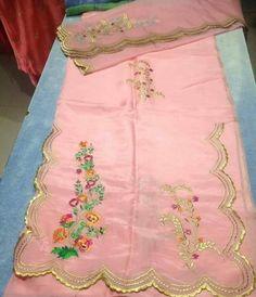 Punjabi Suits Party Wear, Party Wear Indian Dresses, Pakistani Fashion Party Wear, Pakistani Formal Dresses, Designer Party Wear Dresses, Kurti Designs Party Wear, Indian Outfits, Punjabi Fashion, Indian Clothes
