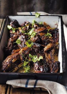 Skaaprib in 'n taai Oosterse sous | rooi rose South African Dishes, South African Recipes, Meat Recipes, Vegetarian Recipes, Cooking Recipes, Recipies, Lamb Ribs, Outdoor Cooking, Side Dishes