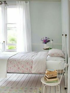 A Cottage Chic Home Tour How fabulous is this cottage bedroom? I have that duvet cover! I long for everything else. That vintage chair is just fabulous and I love the colours on that rug. I am SO jealous of. Shabby Chic Bedrooms, Bedroom Vintage, Shabby Chic Homes, Shabby Chic Decor, Vintage Bathrooms, Cottage Chic, Cottage Style, Coastal Cottage, Country Cottage Bedroom