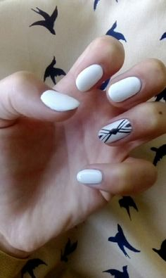 White nails with geometric pattern