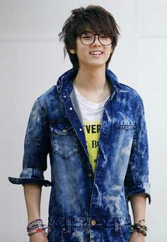 Kang Min Hyuk <3. didnt think he could get any cuter... until he put glasses on
