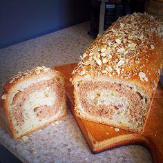 Pan de caja con marmoleado de harina blanca e integral, semillas de girasol, calabaza, linaza, avena y especias.