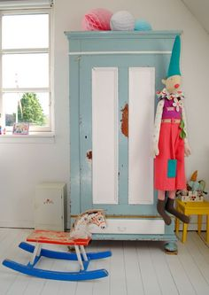 mommo design: Vintage decor for a child's room