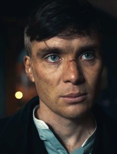 Dust and water. Peaky Blinders Tommy Shelby, Peaky Blinders Thomas, Cillian Murphy Peaky Blinders, British Things, British Boys, Beautiful Men, Beautiful People, Red Right Hand, Blue Eyed Men