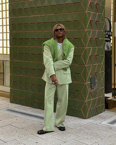 Fashion Mode, Dope Fashion, Men Fashion, T Shirt Streetwear, Streetwear Fashion, Retro Outfits, Boy Outfits, Julian Hernandez, Green Suit
