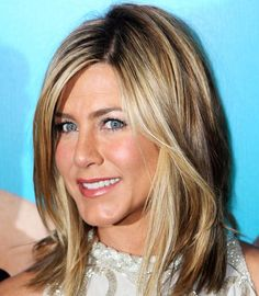 Jennifer Aniston's Hairstyles and Hair Colors: Long Bob  #hairstyles #haircolors