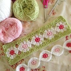 Totally in love with this pattern by the wonderfully talented Robyn Crochet Borders, Crochet Flower Patterns, Crochet Stitches Patterns, Crochet Squares, Crochet Motif, Crochet Flowers, Knitting Patterns, Crochet Crafts, Yarn Crafts