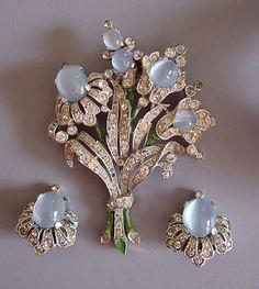 https://www.morninggloryjewelry.com/images/copied/imagesLZ/Trifari/trif11651.jpg