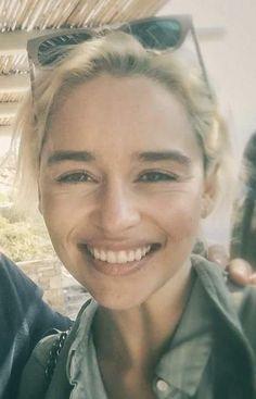 Emilia Clarke Emilia Clarke Hot, Emelia Clarke, Khal Drogo, Jon Snow, Isaac Hempstead Wright, Game Of Thrones Cast, Khaleesi, Daenerys Targaryen, Queen Costume