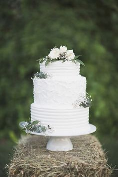 sweet and simple white wedding cake