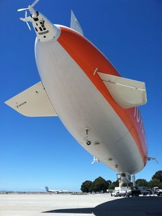 Astronomers Use Zeppelin to Hunt for Meteorites