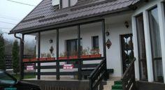 Pensiunea Sandra Pensiunea Sandra este situata in Predelut, la 1 km de Castelul Bran, si ofera acces gratuit la internet Wi-Fi, o gradina cu facilitati gratuite de gratar si o terasa. Pensiunea asigura locuri de parcare gratuite, iar la 1 km este o statie de autobuz. Camerele de la Sandra ofera vedere la muntii din jur si includ TV prin cablu si o baie privata cu dus. De asemenea, exista o zona comuna de lounge cu canapele si un semineu. La cerere, oaspetii pot savura un mic dejun zilnic la…