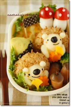 Look at this bento! Japanese mothers are superwomen, I swear. Japanese Food Art, Japanese Lunch, Kawaii Bento, Cute Bento, Cute Food, Good Food, Food Art Bento, Boite A Lunch, Bento Recipes