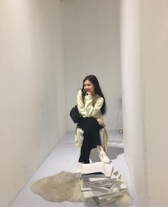 Image uploaded by RAE. Find images and videos about kpop, rose and blackpink on We Heart It - the app to get lost in what you love. Blackpink Jennie, Blackpink Fashion, Korean Fashion, South Korean Girls, Korean Girl Groups, Look Body, Blackpink Members, Blackpink Photos, Yg Entertainment