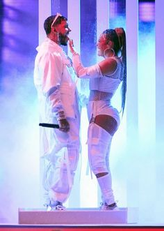 Karol G Anuel AA Photos - Anuel AA (L) and Karol G perform during the 2019 Billboard Latin Music Awards at the Mandalay Bay Events Center on April 25 2019 in Las Vegas Nevada. - 2019 Billboard Latin Music Awards - Show Anuel Aa Wallpaper, Cute Tumblr Wallpaper, Cute Wallpapers, Latin Artists, Music Artists, 2010s Fashion, Girl Artist, Latin Music, Night Aesthetic