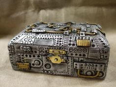 Steampunk clay covered wooden trinket box. por ReevarooCreations