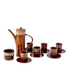 Sześcioosobowy zestaw kawowy z Mirostowic, zaprojektowany przez Adama Sadulskiego. Szkliwo zaciekowe, serwis niesamowicie zgrabny i…