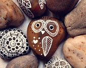 Hand Painted Rock Owl by thecarolinejohansson on Etsy. , via Etsy. Painted Rocks Owls, Owl Rocks, Painted Stones, Lace Painting, Stone Painting, Rock Painting Patterns, Art Classroom, Pebble Art, Stone Art