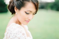 This bride's eyeliner flicks are on point! We're obsessed. Photograph by Jacob & Pauline Photography #beauty #weddings #bridalbeauty