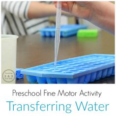 Strengthen Preschool Fine Motor Skills with Water! - Preschool Centers - One of the easiest (and most fun) ways to strengthen preschool fine motor skills is with water. Preschool Fine Motor Skills, Motor Skills Activities, Preschool Learning, Toddler Activities, Sensory Activities, Sensory Rooms, Preschool Lessons, Toddler Fun, Preschool Classroom