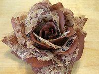 flor de tela y encaje marrón. 10 cm diametro - Tienda de Abalorios, Tocados, Sombreros y Complementos