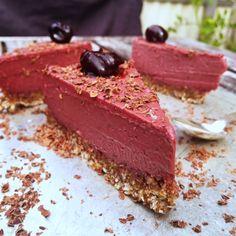 En fantastisk smakupplevelse! Körsbär och lakrits funkar perfekt tillsammans. Gillar man inte gillar lakrits så går det bra att utesluta lakritspulvret och ersätta med en mindre mängd vaniljpulver …