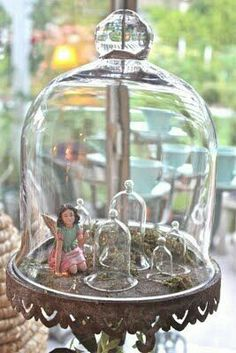 Lovely ornement under glass cloche
