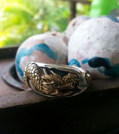 Idée et inspiration bague:   Image   Description   Two tone gold and silver dragon steampunk gothic wedding ring punk sterling silver
