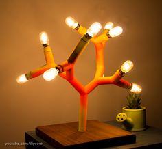 Aprenda a fazer essa luminária árvore linda com cano e lampadazinhas de geladeira <3