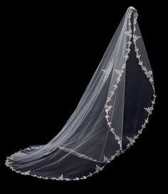 #pnina_tornai veil style no. 3071