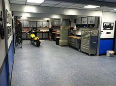 Convert Your Garage into a Man Cave - Man Cave Home Bar Garage Plans, Car Garage, Garage Shop, Garage Ideas, Mechanic Garage, Garage Atelier, Basement Workshop, Cool Garages, Modern Garage