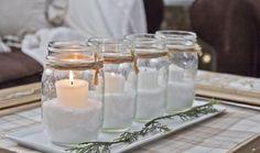 des photophores à faire soi-même en bocaux remplis de sel, avec des bougies blanches