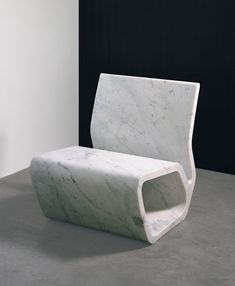 Marc Newson. Extruded Chair  2007 - Gagosian Gallery, New York