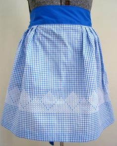Blue and White Gingham Half Apron White Cross Stitch Diamonds Blue Tie Vintage Chicken Scratch Patterns, Chicken Scratch Embroidery, Girl Scout Swap, Girl Scout Leader, Girl Scouts, Crafts For Girls, Hobbies And Crafts, Mantel Azul, Mini Album Tutorial