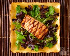 Grilled Salmon on bed of mesclun salad.See below other seafood images: Maple Salmon, Bbq Marinade, Grilled Salmon, Fish And Seafood, Fish Recipes, Healthy Choices, Grilling, Food And Drink, Nutrition