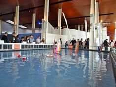 Le bassin de navigation dans la Cité de la Voile Eric Tabarly à Lorient. Les voiliers sont commandés par le public. Le Public, Sailboats, Basketball Court, Plunge Pool, Veil, Sailing Yachts, Sailboat