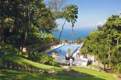 During your stay at the Los Altos Club's rainforest retreat, you have entrée to the beautiful infinity pool overlooking the jungle and ocean below, excellent room service and the acclaimed Karolas Restaurant and Bar – offering some of the finest dining in Costa Rica.