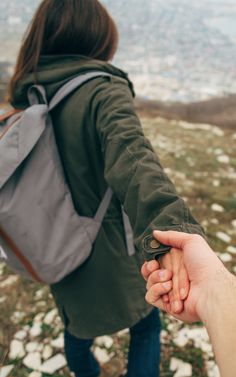 Survive Your First Trip Together as a Couple With These 4 Tips