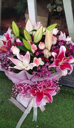 Send this beaustiful bouquet of lilies and mix flowers for all occasion #flowers #flowerfordecoration Online Flower Delivery, Flower Delivery Service, Same Day Flower Delivery, Send Flowers Online, Bouquet Delivery, Online Florist, Amazing Flowers, Lilies, Fresh Flowers
