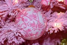 Pretty #pink #Christmas tree & ornament.