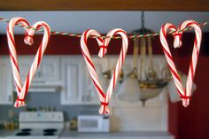 12 Edible Holiday Garlands You Can Make With Things in Your Home - Brit + Co Christmas Love, All Things Christmas, Winter Christmas, Christmas Ideas, Christmas Parties, Xmas Party, Candy Cane Crafts, Candy Cane Ornament, Holiday Fun