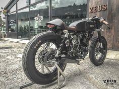 Brutal la moto Stallions Centaur 150 #CafeRacer by ZEUS Custom. Pequeña pero matona ;) #motorcycles #motos | caferacerpasion.com