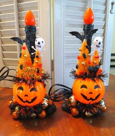 Image of Pair of Halloween Light Up Candles for Spooky Fun Vintage Halloween Images, Retro Halloween, Halloween Home Decor, Halloween Signs, Halloween Projects, Diy Halloween Decorations, Halloween House, Holidays Halloween, Halloween Pumpkins